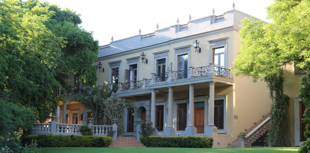 Villa Suites Exterior (Copy)